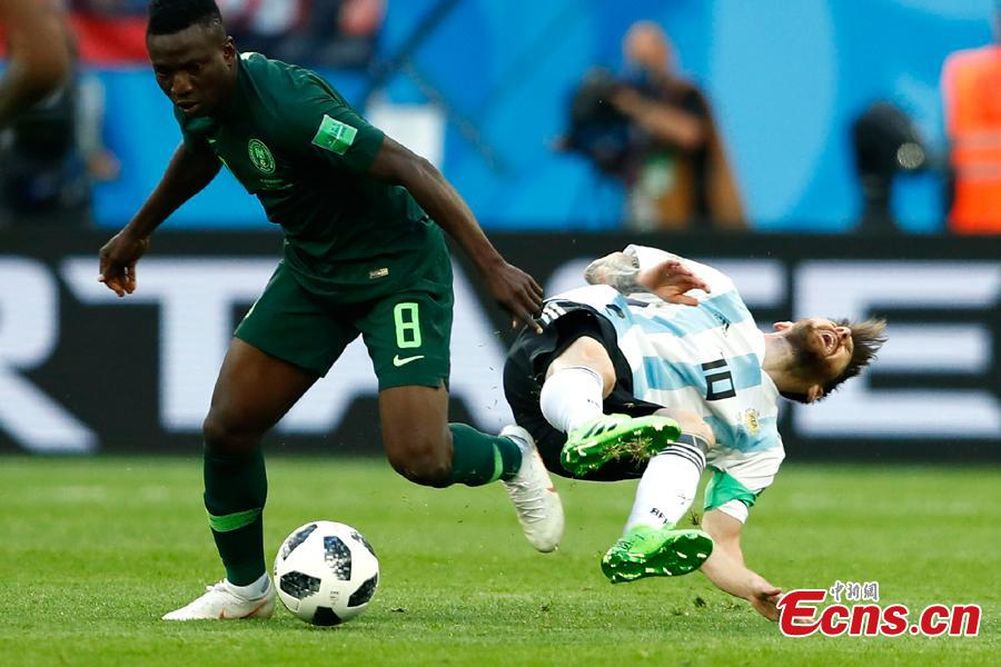 Argentina\'s Lionel Messi falls during the World Cup match between Nigeria and Argentina in Saint Petersburg Stadium, Saint Petersburg, Russia, June 26, 2018. (Photo: China News Service/Fu Tian)