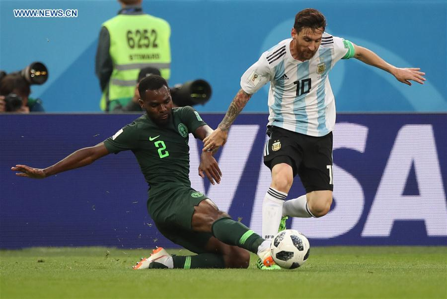 Bryan Idowu (L) of Nigeria vies with Lionel Messi of Argentina during the 2018 FIFA World Cup Group D match between Nigeria and Argentina in Saint Petersburg, Russia, June 26, 2018. (Xinhua/Wu Zhuang)