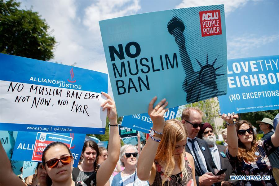 People gather to protest Supreme Court\'s ruling regarding Trump\'s travel ban in front the U.S. Supreme Court in Washington D.C., the United States, on June 26, 2018. U.S. Supreme Court on Tuesday ruled President Donald Trump\'s travel ban on several Muslim-majority countries is lawful. (Xinhua/Ting Shen)