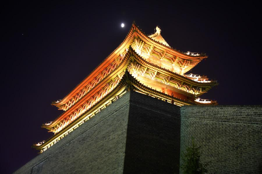 Datong city wall is one of the most well-preserved city walls in China. It\'s bigger and taller than the ones in Pingyao and Xian. Though it was rebuilt, that process was based on a very accurate blueprint from nearly a century ago.  (Photo/chinadaily.com.cn)