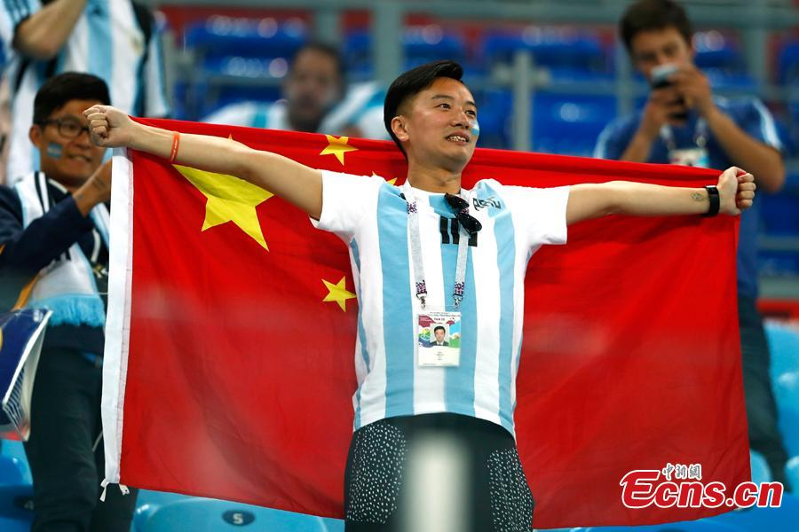 A Chinese fan reacts during the World Cup Group D Argentina vs Nigeria soccer match in Saint Petersburg Stadium, Saint Petersburg, Russia, June 26, 2018. (Photo: China News Service/Fu Tian)
