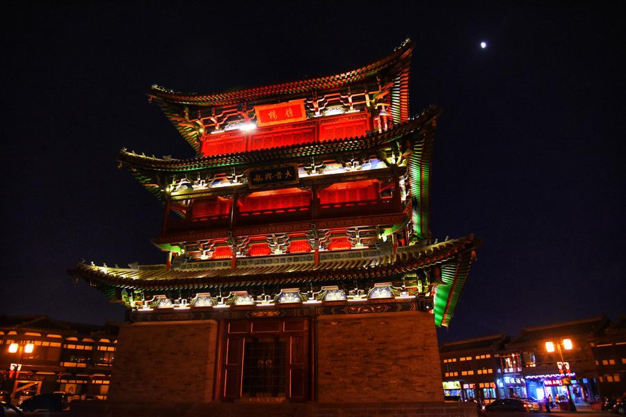A magnificent night view of Datong Bell Tower to decorate the city. (Photo/chinadaily.com.cn)