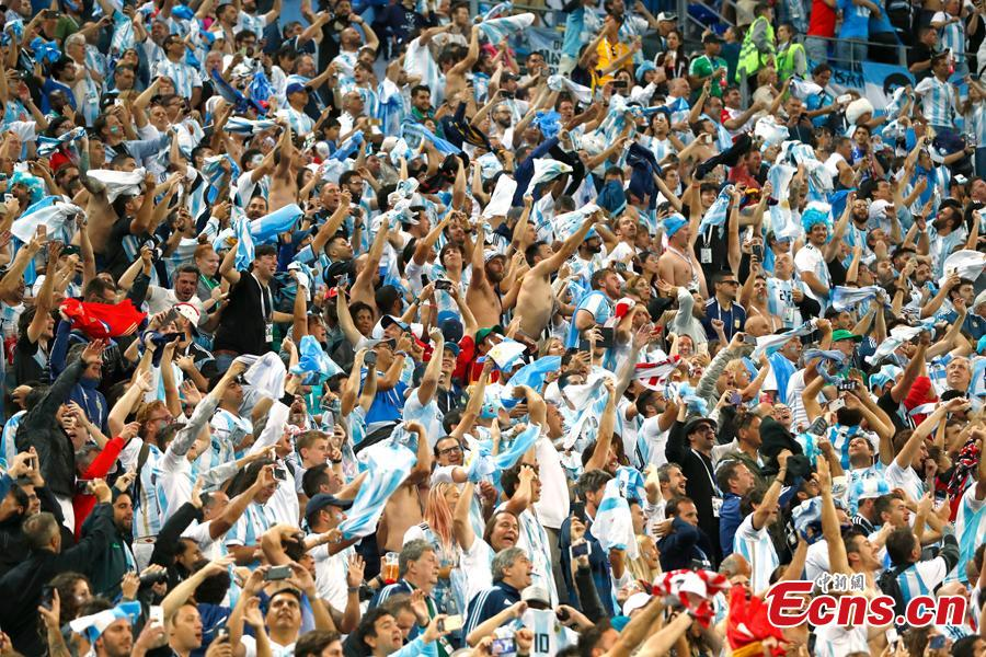 Argentina\'s fans react as they watch the World Cup Group D Argentina vs Nigeria soccer match in Saint Petersburg Stadium, Saint Petersburg, Russia, June 26, 2018. (Photo: China News Service/Fu Tian)