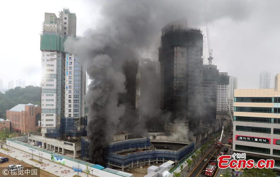 A huge fire engulfs an underground parking garage of an apartment building under construction at the Treeshade apartment construction site in the central administrative city of Sejong, central South Korea, June 26, 2018. The blaze started at 1:10 p.m. local time, leaving at least three dead and 37 others injured.(Photo/VCG)