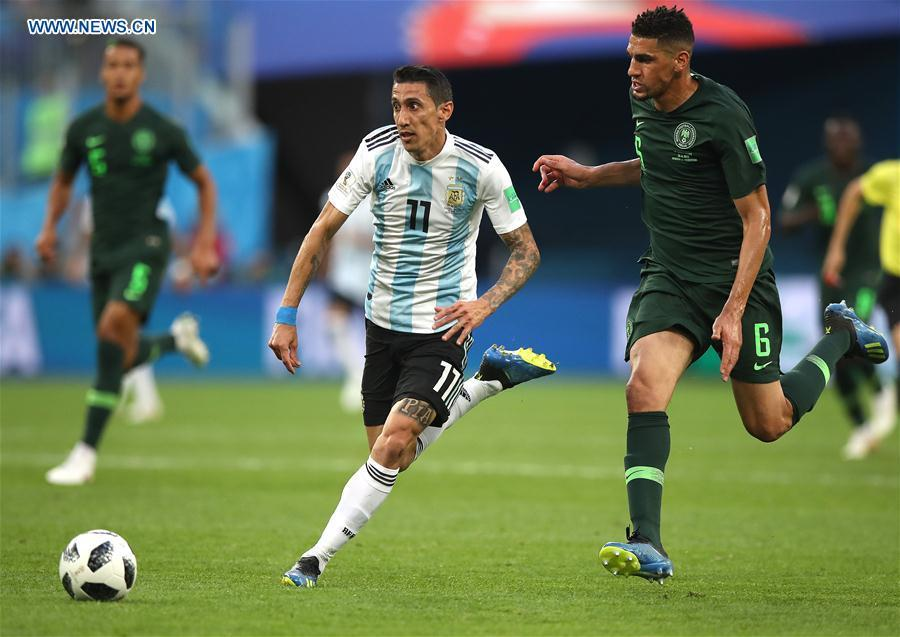 Angel Di Maria (C) of Argentina vies with Leon Balogun (R) of Nigeria during the 2018 FIFA World Cup Group D match between Nigeria and Argentina in Saint Petersburg, Russia, June 26, 2018. (Xinhua/Wu Zhuang)