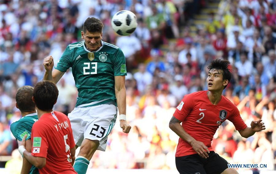 Mario Gomez (top) of Germany competes for a header during the 2018 FIFA World Cup Group F match between Germany and South Korea in Kazan, Russia, June 27, 2018. (Xinhua/Li Ga)