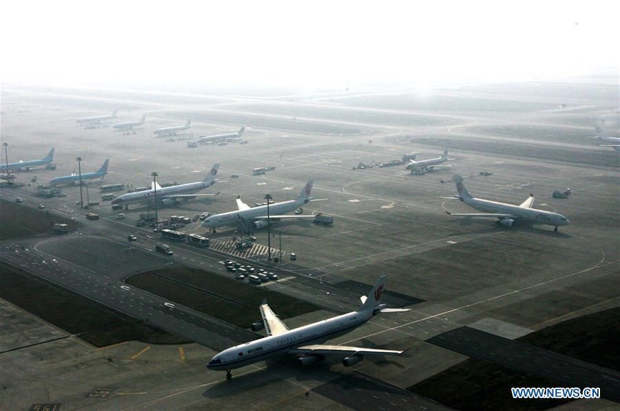 Aerial photo taken on Dec. 20, 2017 shows a parking apron of Pudong International Airport in Shanghai, east China. China announced the opening-up and development of Pudong in 1990. Pudong is expecting to take the opportunity of celebrating the 40th anniversary of China\'s reform and opening-up to continue to spearhead the country\'s reform and development. (Xinhua/Chen Fei)