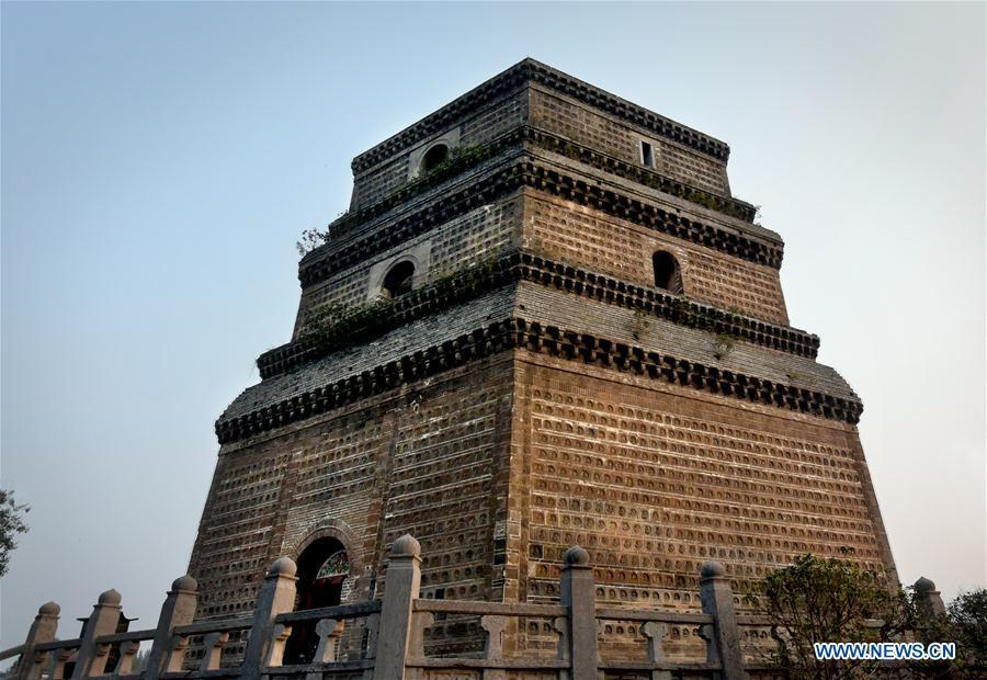 File photo taken on Oct. 17, 2015 shows the Fanta Pagoda in Kaifeng, central China\'s Henan Province. The pagoda was built in 974 A.D. Pagodas built in ancient times in Henan act not only as landmarks for sight-seeing, but also as observers of the Chinese history. (Xinhua/Li An)