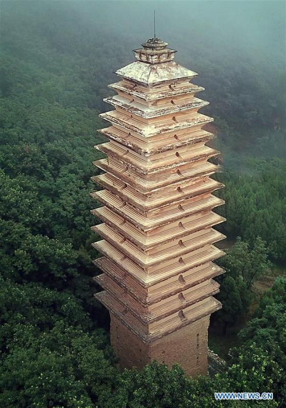 Photo taken on June 26, 2018 shows the Pagoda of the Fawang Temple in Dengfeng City, central China\'s Henan Province. The pagoda was built in the Tang Dynasty (618-907). Pagodas built in ancient times in Henan act not only as landmarks for sight-seeing, but also as observers of the Chinese history. (Xinhua/Li An)