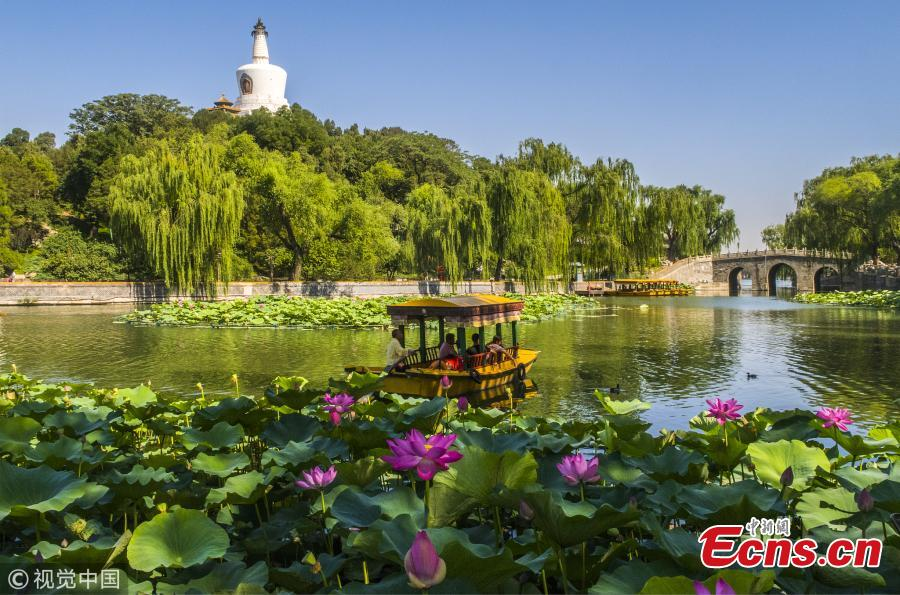 Beijing sees blue sky as high temperatures grill the city  on June 27, 2018. The heat waves will last six days. (Photo/VCG)