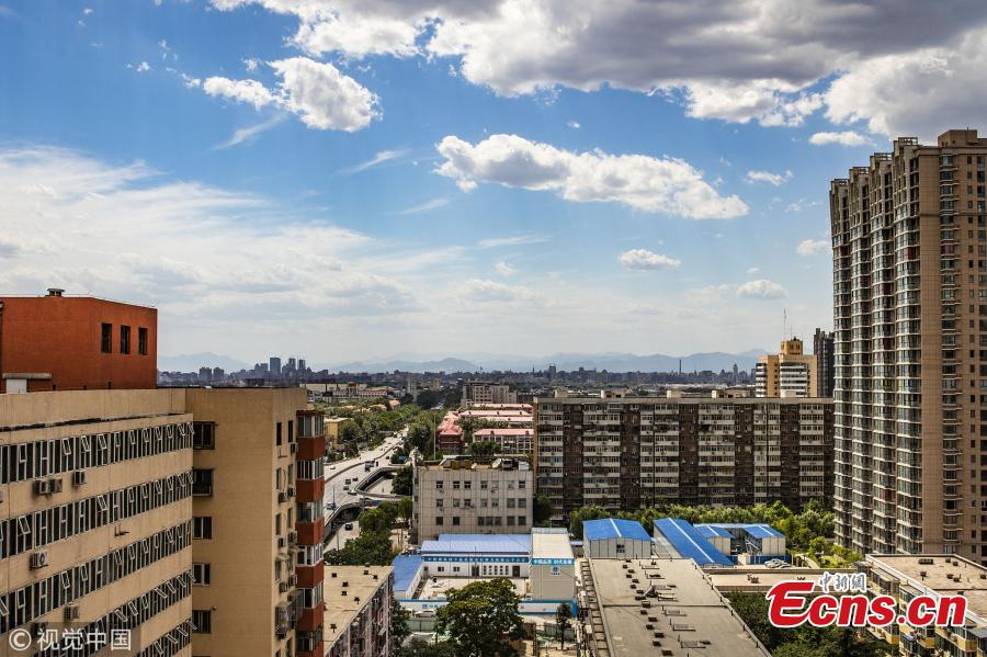 Beijing sees blue sky as high temperatures grills the city  on June 27, 2018. The heat waves will last six days. (Photo/VCG)