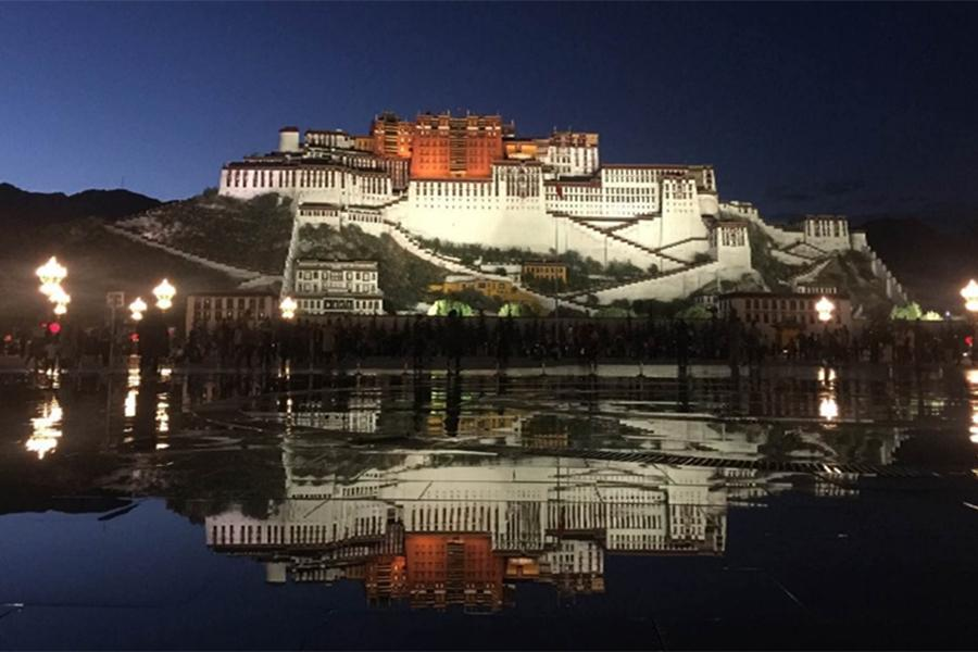 Night view of the Potala Palace in Lhasa, Tibet autonomous region, June 21, 2018. (Photo for chinadaily.com.cn)