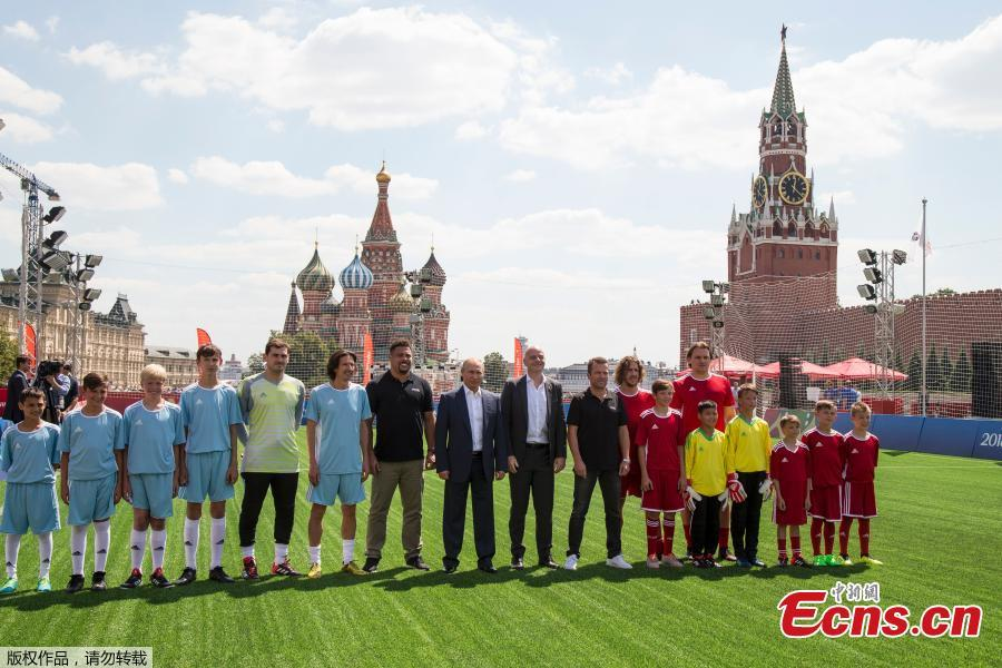 Russian President Vladimir Putin and FIFA President Gianni Infantino pose for a picture with team members as they take part in the opening of an exhibition match in the World Cup Football Park in Red Square in central Moscow, Russia June 28, 2018. Young Russian footballers taking part in the exhibition match had the chance to show-off their skills in front of FIFA Legends as well as Gianni Infantino and Vladimir Putin. (Photo/Agencies)