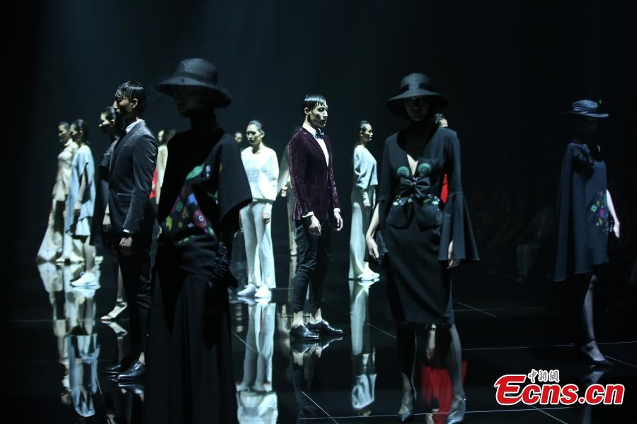Models present creations at the China Fashion Conference in Hangzhou City, East China's Zhejiang Province, June 28, 2018. Nineteen top fashion design award winners from China offered creations inspired by Liangzhu culture, also known as jade culture, named after archeological sites in Liangzhu in the northwestern outskirts of Hangzhou. (Photo: China News Service/Xiong Ran)
