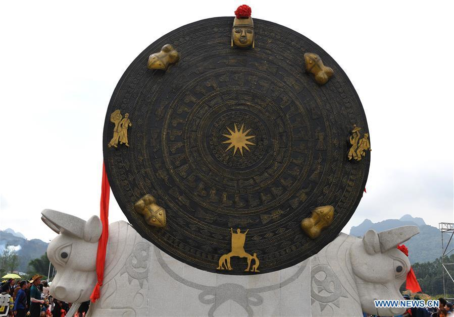 Photo taken on June 29, 2018 shows a gigantic bronze drum during a celebration in Huanjiang Maonan Autonomous County, south China\'s Guangxi Zhuang Autonomous Region. (Xinhua/Zhou Hua)