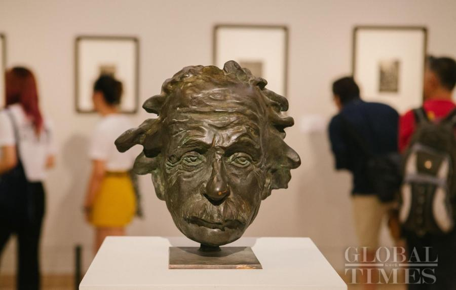 The Bronze sculpture \'Einstein\' by Belarusian artist Konstantin Selikhanov. (Photo: Li Hao/GT)