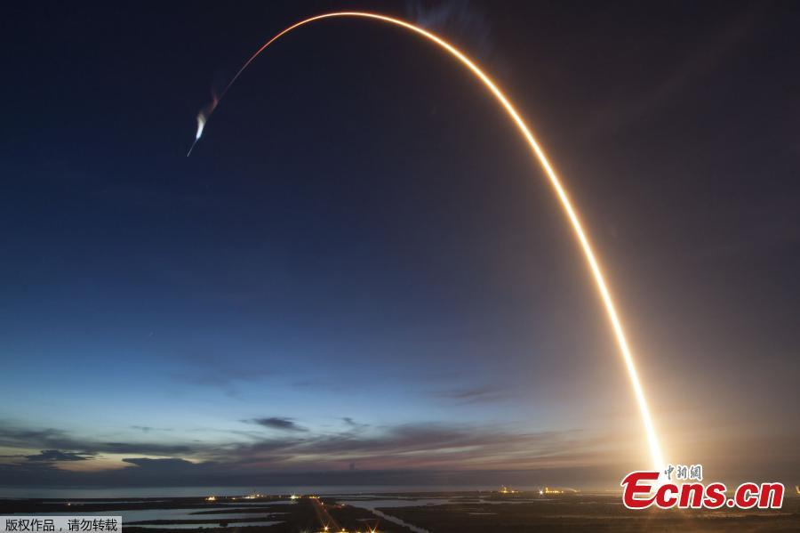 This SpaceX photo obtained from NASA on July 1, 2018 shows at 5:42 a.m. EDT June 29, 2018, SpaceX\'s Dragon spacecraft as it lifted off on a Falcon 9 rocket from Space Launch Complex 40 at Cape Canaveral Air Force Station in Florida on June 29, 2018. Dragon is carrying more than 5,900 pounds of research, equipment, cargo and supplies that will support dozens of scientific investigations aboard the International Space Station. NASA astronauts Ricky Arnold and Drew Feustel will use the space station's Canadarm2 robotic arm to capture Dragon when it arrives at the station on July 2, 2018. (Photo/Agencies)