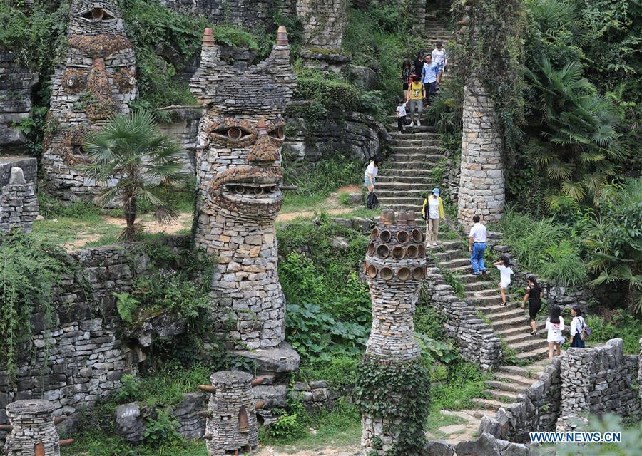 Tourists visit Song Peilun\'s stone castle \