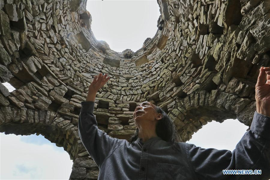 Song Peilun introduces the inspiration of his stone castle \