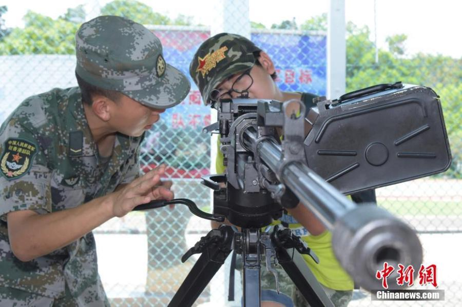 PLA forces stationed in Hong Kong open a base to the public to mark the 21st anniversary of Hong Kong\'s return to China, July 1, 2018. The Open Day activities included a flag raising ceremony, a military band performance, and a show of combat skills. The PLA Hong Kong garrison has been responsible for the defense of Hong Kong since its return to the motherland in 1997. (Photo: China News Service/Li Zhihua)