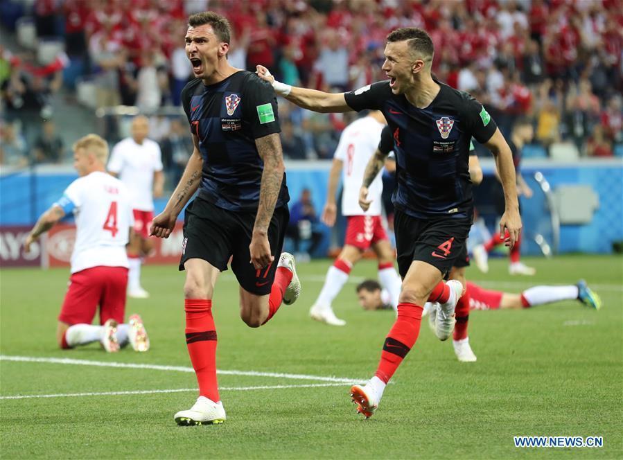 Mario Mandzukic (L front) of Croatia celebrates scoring during the 2018 FIFA World Cup round of 16 match between Croatia and Denmark in Nizhny Novgorod, Russia, July 1, 2018. (Xinhua/Bai Xueqi)