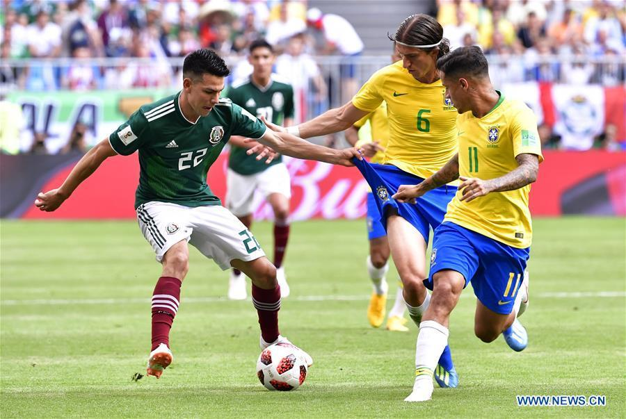 Filipe Luis (2nd R) of Brazil vies with Hirving Lozano (L) of Mexico during the 2018 FIFA World Cup round of 16 match between Brazil and Mexico in Samara, Russia, July 2, 2018. (Xinhua/Chen Yichen)