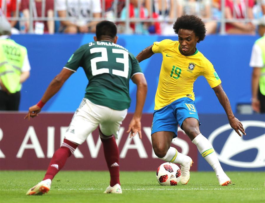 Willian (R) of Brazil vies with Jesus Gallardo of Mexico during the 2018 FIFA World Cup round of 16 match between Brazil and Mexico in Samara, Russia, July 2, 2018. (Xinhua/Lu Jinbo)