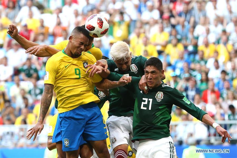 Gabriel Jesus (L) of Brazil competes for a header with Carlos Salcedo (C) and Edson Alvarez of Mexico during the 2018 FIFA World Cup round of 16 match between Brazil and Mexico in Samara, Russia, July 2, 2018. (Xinhua/Li Ming)