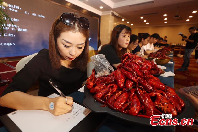 Participants compete in a recruitment fair to select crayfish tasters in Nanjing City, East China's Jiangsu Province, July 1, 2018. The newly created position - crayfish taster - will have an annual salary of 500,000 yuan ($75,000). Crayfish is a popular dish in China. (Photo: China News Service/Li Ke)