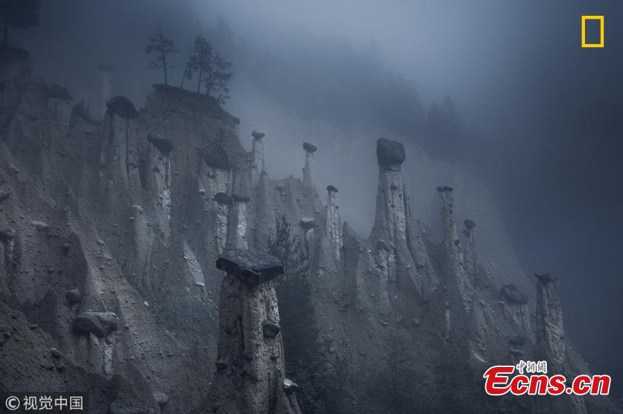 """Mars"" by Marco Grassi. These natural sand towers, capped with large stones, are known as the Earth Pyramids of Platten. They are situated in Northern Italy's South Tyrol region. Formed centuries ago after several storms and landslides, these land formations look like a landscape from outer space and continuously change over the years and, more accurately, over seasons. This natural phenomenon is the result of continuous alternation between periods of torrential rain and drought, which have caused the erosion of the terrain and the formation of these pinnacles.  (Photo/VCG)"
