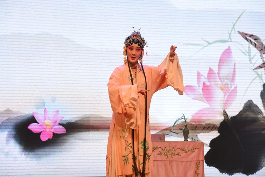 An artist performs The Peony Pavilion: The Dream in the Garden to show the magic of Kunqu Opera to audiences. (Photo/chinadaily.com.cn)