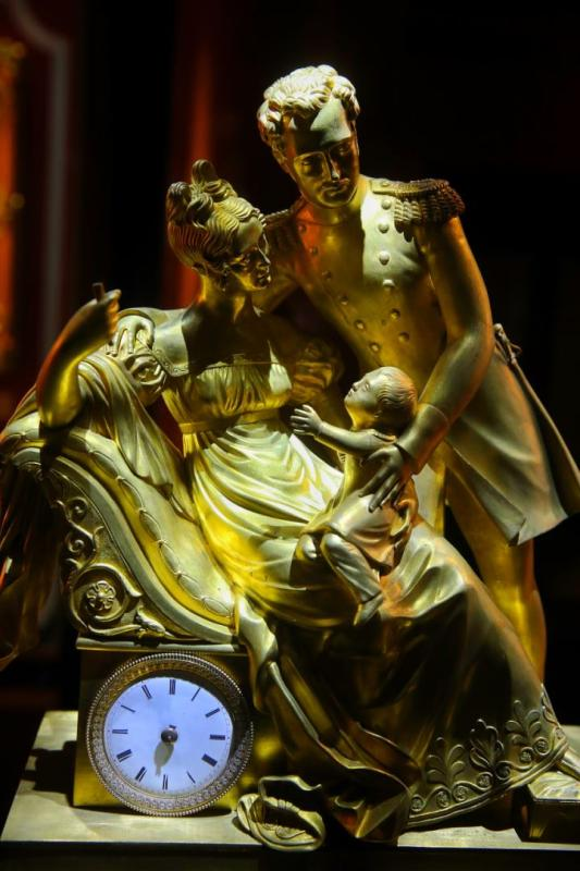 A bronze clock manufactured in France.  (Photo/China Daily)