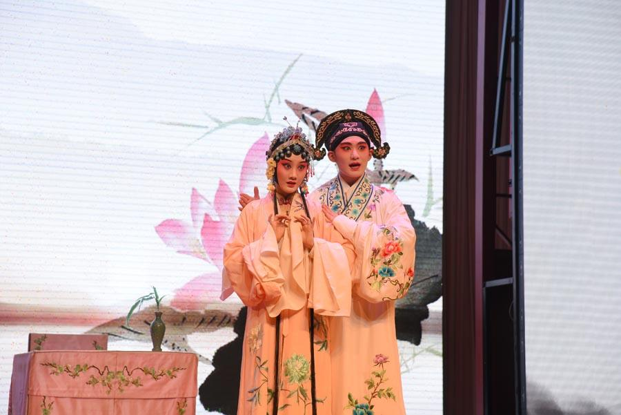Artists perform The Peony Pavilion: The Dream in the Garden to show the magic of Kunqu Opera to audiences. (Photo/chinadaily.com.cn)