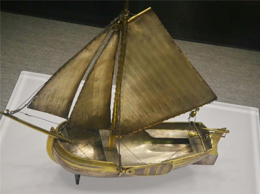 A gilded silver boat model once belonged to Peter the First.  (Photo/China Daily)