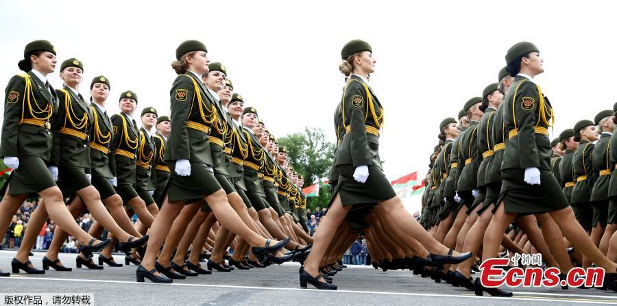 Belarus honor guard soldiers perform during a parade marking Independence Day in Minsk, Belarus, July 3, 2018. (Photo/Agencies)