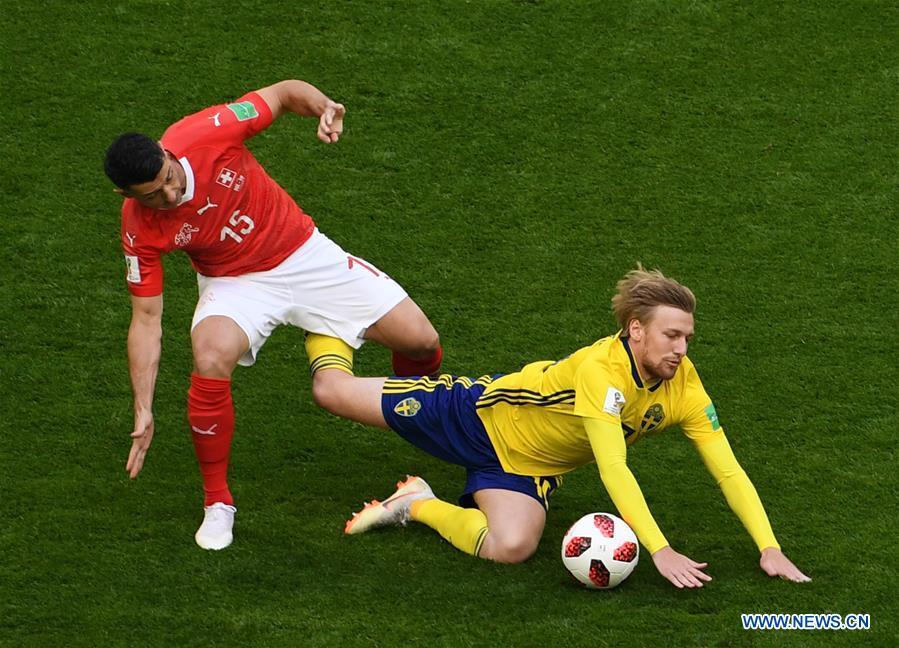 Blerim Dzemaili (L) of Switzerland vies with Emil Forsberg of Sweden during the 2018 FIFA World Cup round of 16 match between Switzerland and Sweden in Saint Petersburg, Russia, July 3, 2018. (Xinhua/Wang Yuguo)