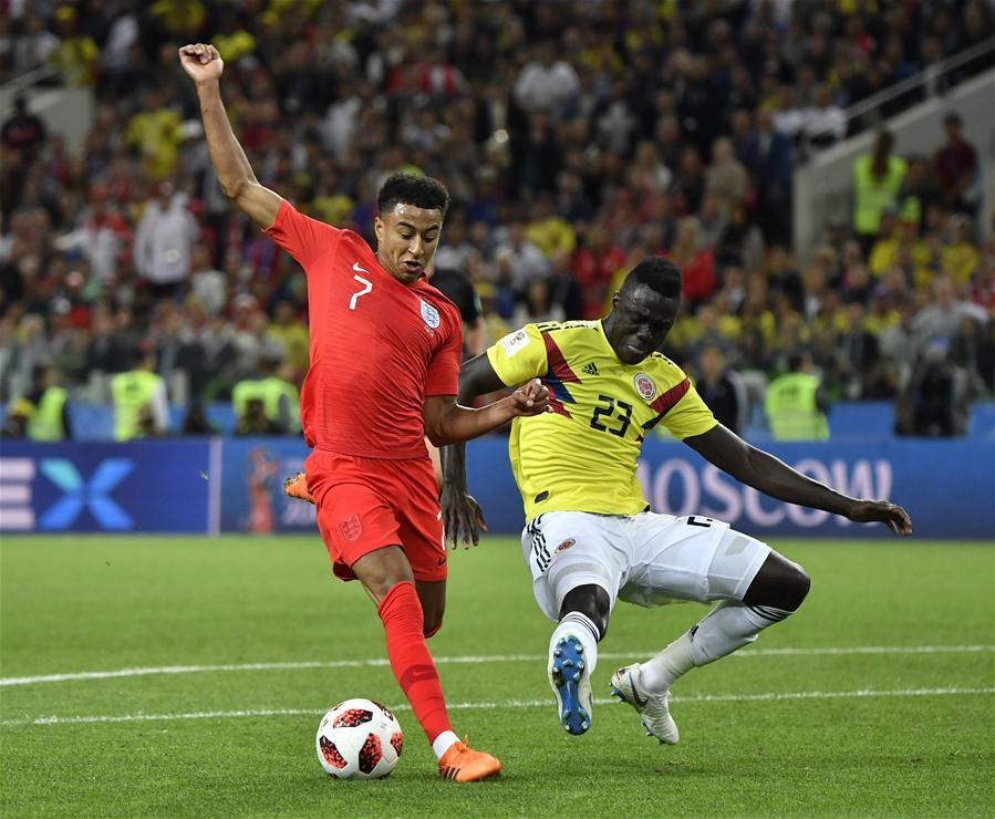 Jesse Lingard (L) of England vies with Davinson Sanchez of Colombia during the 2018 FIFA World Cup round of 16 match between England and Colombia in Moscow, Russia, July 3, 2018. (Xinhua/He Canling)