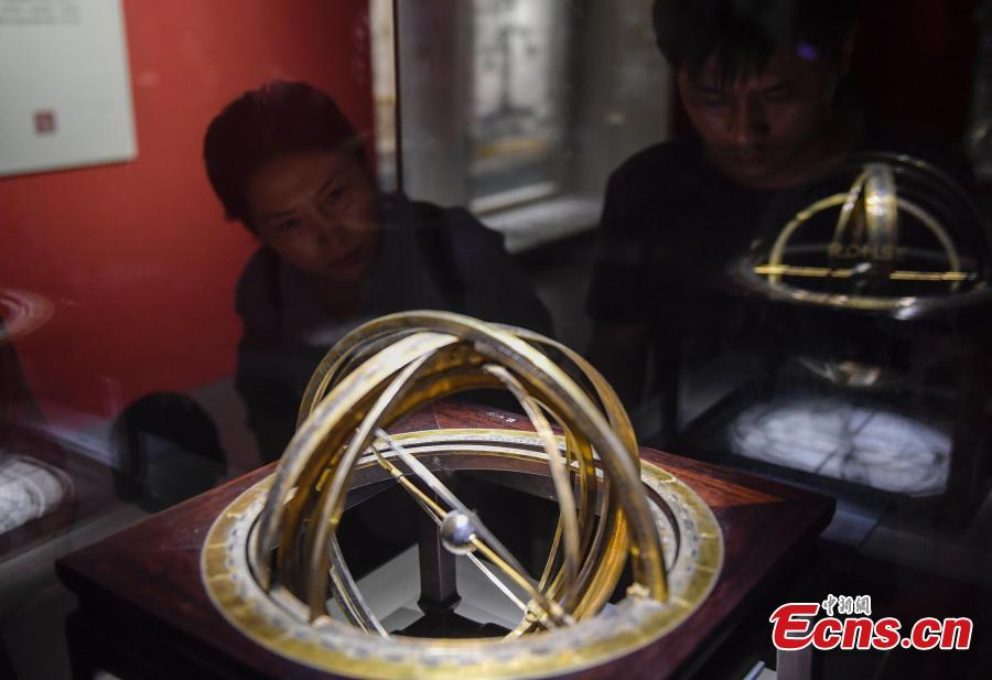 An exhibition of relics from the Hall of Mental Cultivation (Yangxin dian) at Beijing's Palace Museum takes place in Jinan City, the capital of East China's Shandong Province, July 3, 2018. The exhibition is made up of some 240 relics including jade, enamel and painting works. (Photo: China News Service/Zhang Yong)