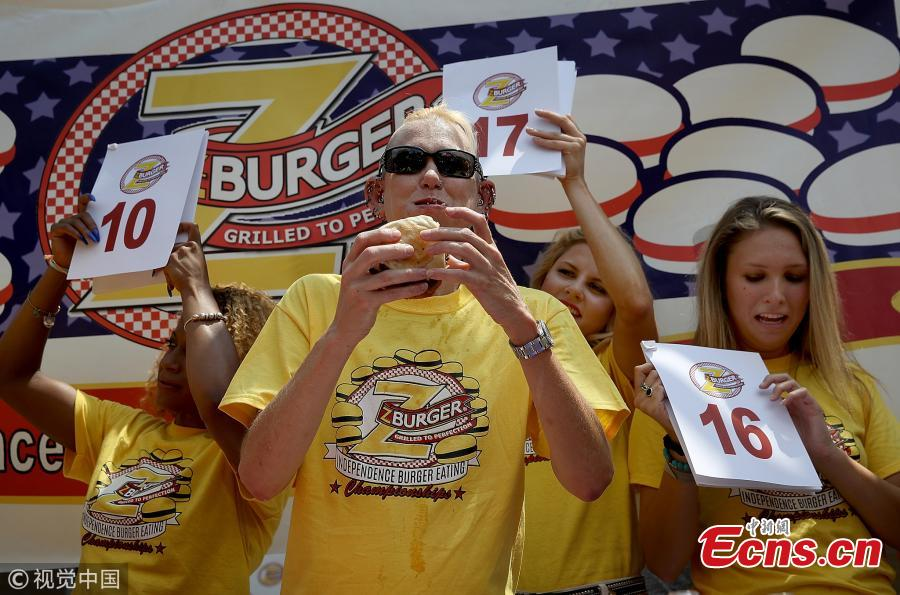 Molly Schuyler, the top-ranked competitive eater in the world, downs a burger in the 9th Annual Independence Burger Eating Championship at Z-Burger on July 3, 2018 in Washington, DC. Schuyler won the event by consuming 27 burgers in 10 minutes. (Photo/Agencies)