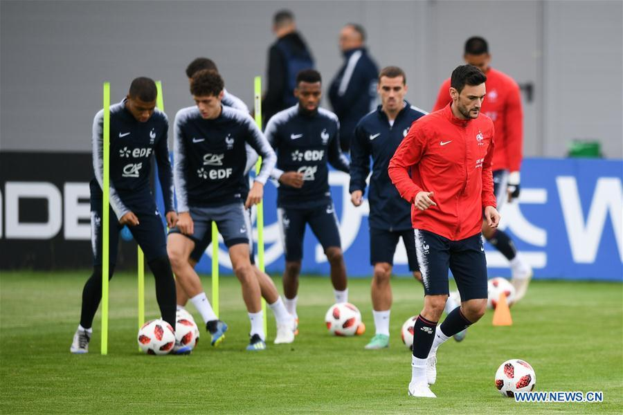 France\'s Hugo Lloris (R front) attends a training session near Moscow, Russia, on July 4, 2018. France will face Uruguay in a quarter-final match of the 2018 FIFA World Cup on July 6. (Xinhua/Du Yu)