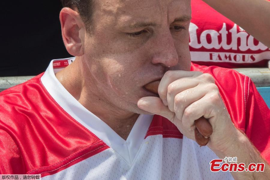 Joey Chestnut wins the annual Nathan\'s Hot Dog Eating Contest, setting a new world record by eating 74 hot dogs in Brooklyn, New York City, U.S., July 4, 2018. (Photo/Agencies)