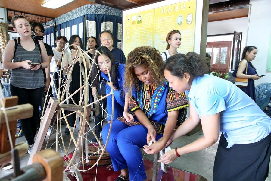 Chinese and British students from the China Academy of Art\'s creative fashion design camp experience traditional Chinese textile craft at the Blue Calico Museum in Nantong, East China\'s Jiangsu Province, on July 3, 2018. (Photo/Asianewsphoto)