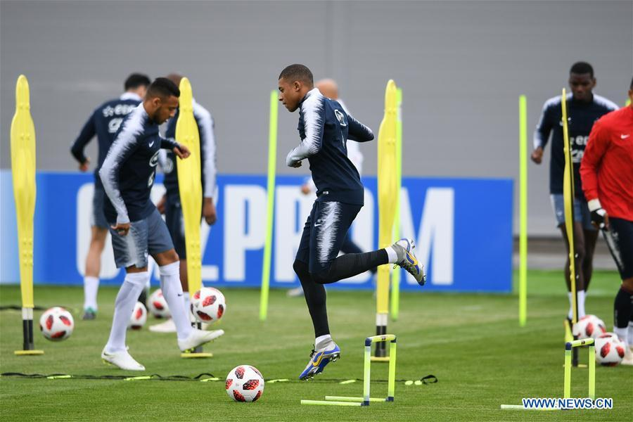 France\'s Kylian Mbappe (C) attends a training session near Moscow, Russia, on July 4, 2018. France will face Uruguay in a quarter-final match of the 2018 FIFA World Cup on July 6. (Xinhua/Du Yu)