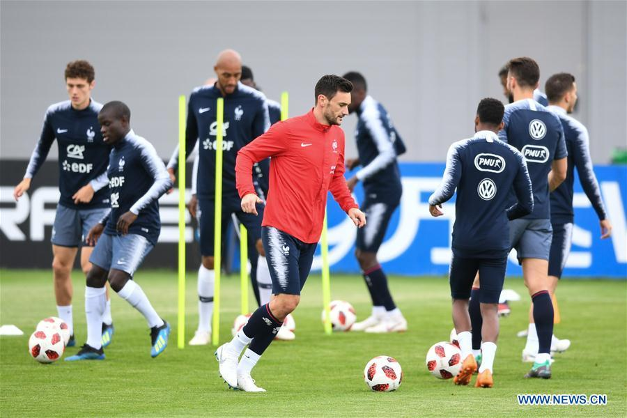 France\'s Hugo Lloris (front) attends a training session near Moscow, Russia, on July 4, 2018. France will face Uruguay in a quarter-final match of the 2018 FIFA World Cup on July 6. (Xinhua/Du Yu)