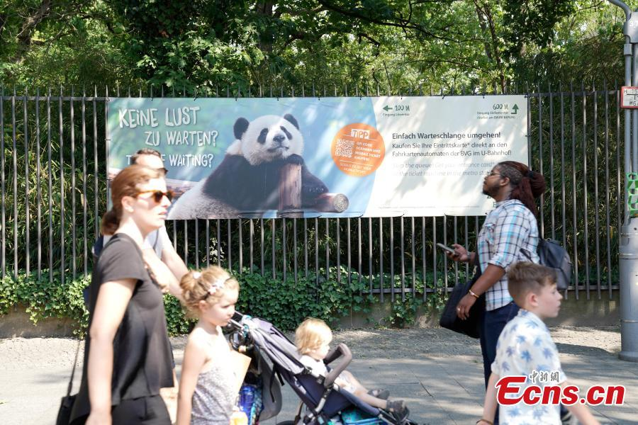 Visitors walk past a poster of panda outside Berlin Zoo in Berlin, Germany. Mengmeng and Jiaoqing, the two giant pandas from China, arrived in Berlin on June 24, 2017. They became superstar during their first-year\'s stay here in Berlin Zoo. The panda pair will stay in Berlin Zoo for 15 years. (Photo: China News Service/Peng Dawei)