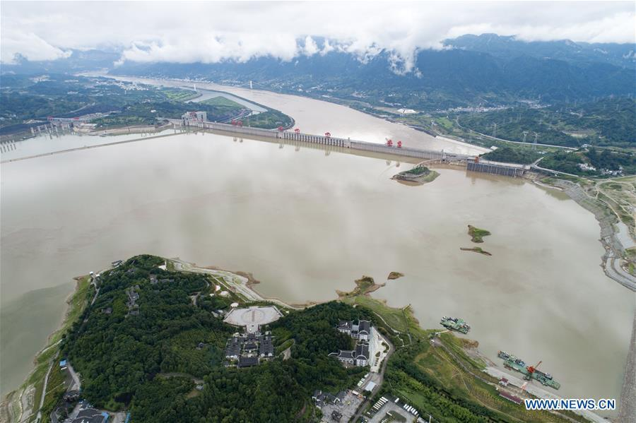 Photo taken on July 5, 2018 shows the Three Gorges Dam and nearby area in central China\'s Hubei Province. At 8 a.m. of July 5, the reservoir faced an inflow of 51,000 cubic meters per second and an outflow of 40,000 cubic meters per second. The first flood of the Yangtze River this year has formed on its upper reaches. (Xinhua/Wang Gang)