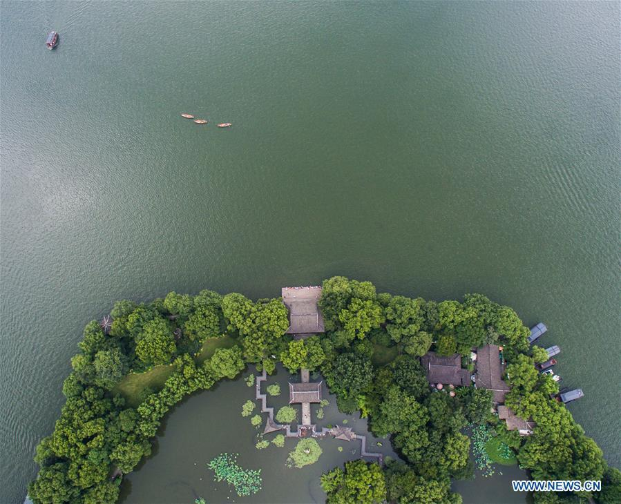 Aerial photo taken on July 6, 2018 shows the summer scenery of the West Lake in Hangzhou, east China\'s Zhejiang Province. (Xinhua/Xu Yu)