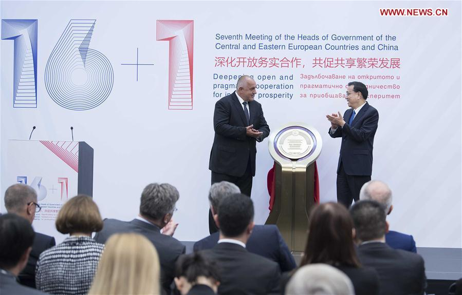 Chinese Premier Li Keqiang and Bulgarian Prime Minister Boyko Borissov unveil the China-Central and Eastern European Countries (CEEC) agricultural demonstration zone after the seventh China-CEEC leaders\' meeting in Sofia, Bulgaria, July 7, 2018. (Xinhua/Li Tao)