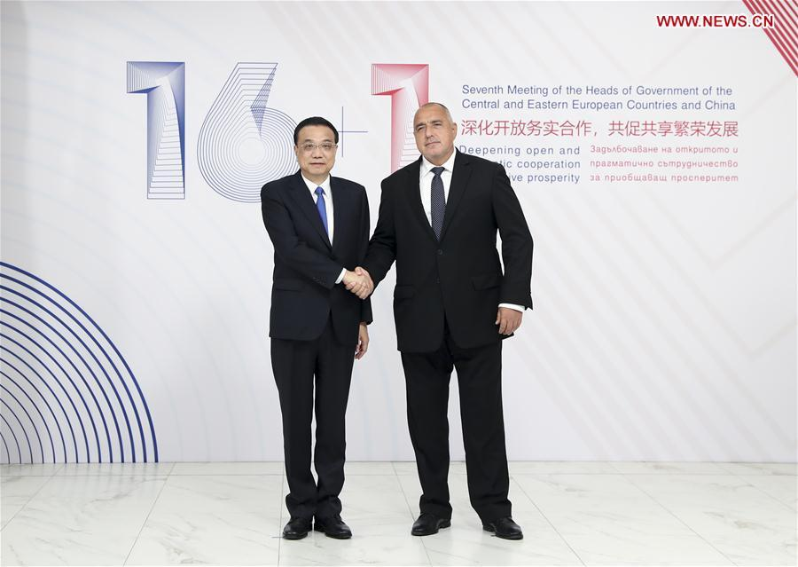 Chinese Premier Li Keqiang is welcomed by Bulgarian Prime Minister Boyko Borissov before the seventh leaders\' meeting of China and the Central and Eastern European Countries (CEEC) in Sofia, Bulgaria, July 7, 2018. (Xinhua/Ding Haitao)