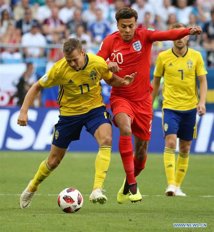 Dele Alli (R front) of England vies with Viktor Claesson of Sweden during the 2018 FIFA World Cup quarter-final match between Sweden and England in Samara, Russia, July 7, 2018. (Xinhua/Li Ming)